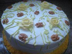 Esse bolo fiz para a filhota Ange, ha tempo que queria preparar esse bolo e confesso que da próxima vez faço só com dois recheios e não três...