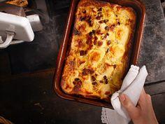 Ofenplenten mit Äpfeln Lasagna, Polenta, Ethnic Recipes, Food, Austria, Oat Flour, Chef Recipes, Essen, Lasagne
