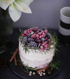 Winter-Berry Cake by frlklein Baking Recipes, Cake Recipes, Dessert Recipes, Cake Cookies, Cupcakes, Winter Torte, Naked Cakes, Berry Cake, Cake & Co
