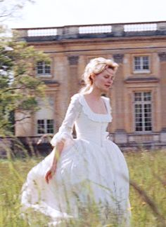 Kirsten Dunst in Marie Antoinette. From Tumblr, not me :) White dress <3