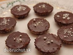 Orechové košíčky - Recept mám už veľmi dávno a košíčky u nás chutia stále. Christmas Goodies, Christmas Candy, Christmas Baking, Russian Recipes, Nutella, Sweet Recipes, Biscuits, Food And Drink, Cooking Recipes
