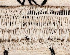 La composition et la fabrication du tapis Béni Ourain en font une pièce extrêmement résistante, et son poids lui apporte une stabilité idéale pour l'entretien. Pour en savoir plus: http://www.sukhi.fr/maroc.html . Dès 230 euros!
