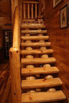 Fuerte escalera construida con materiales del medio.