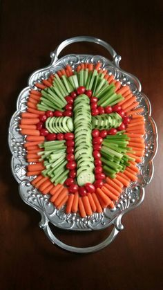 Easter Crudite Platter Vegetable Platter Easter Cross Christmas Cross The post Easter Crudite Platter Vegetable Platter Easter Cr… appeared first on Best Pins for Yours - Food and drink Easter Snacks, Easter Appetizers, Easter Dinner Recipes, Easter Brunch, Easter Party, Easter Treats, Holiday Recipes, Easter Food, Easter Dinner Ideas