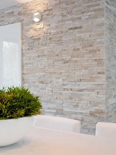 Best Ceiling Paint Color Ideas and How to Choose It palest stone wall against crisp contemporary white – Natuursteenstrip van Barroco. Close up foto van de Barroco natuursteenstrips www. House Design, Wall Design, Stone Accent Walls, White Brick Walls, Stacked Stone, Stone Design, Interior Wall Design, Stone Cladding, Stone Walls Interior