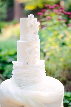 Wedding Cake with Icing Ruffles | photography by http://kthompsonphotography.com/