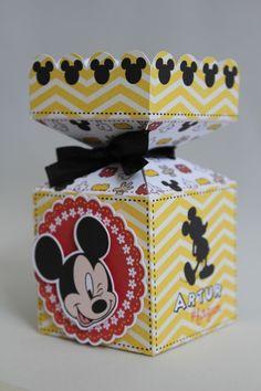 10 caixas tipo Milk  10 caixas tipo Mãozinha  10 caixas tipo Bala em Pé  10 caixas tipo Cone Quadrado    *Não acompanha fitas Fiesta Mickey Mouse, Mickey Mouse Parties, Mickey Party, Mickey Silhouette, Candy Gift Box, Minnie Birthday, Mickey And Friends, Party Bags, Creative Crafts