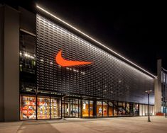 New Nike Brand Experience store at the Lenox mall in Atlanta, GA. Factory Architecture, Retail Architecture, Commercial Architecture, Modern Architecture, Mall Facade, Retail Facade, Facade Design, Exterior Design, Warehouse Design