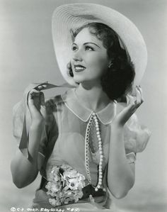 Lover of old hollywood and anything vintage. Old Hollywood Glamour, Hollywood Actor, Golden Age Of Hollywood, Vintage Hollywood, Hollywood Stars, Classic Hollywood, Hollywood Actresses, Classic Actresses, Beautiful Actresses