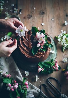 Call me cupcake: Gluten-free almond cake with chocolate fudge frosting // dark & moody styling and photography Cake Photography, Food Photography Styling, Food Styling, Photography Ideas, Gluten Free Almond Cake, Almond Cakes, Chocolate Fudge Frosting, Cake Chocolate, Chocolate Flowers