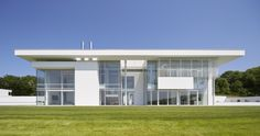 Oxfordshire Residence by Richard Meier & Partners casalibrary Modern Architecture House, Futuristic Architecture, Chinese Architecture, Modern Buildings, Residential Architecture, Modern House Design, Architecture Details, Modern Houses, Contemporary Houses