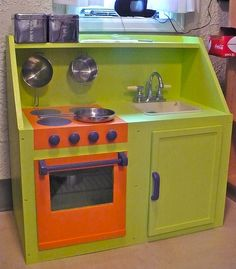 play kitchens made from old furniture ideas Play Kitchens, Diy Play Kitchen, Toy Kitchen, Kitchen Sets, Nice Kitchen, Kitchen Stove, Diy Toy Box, Diy Box, Toy Boxes