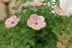 Blumenstrauss, Blumen aus Keramik, Farbe flieder