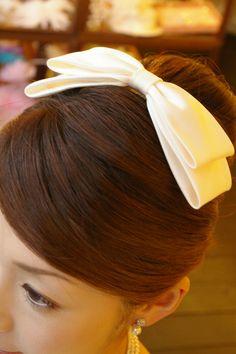 ブライダルボンネ ウエディングボンネ ヘアアクセサリー 髪飾り ウエディング リボン型ボンネ花嫁 花嫁の髪型ヘアスタイル、アレンジもご提案しています。