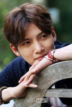 Iwant like him to look like dis to me Ji Chang Wook Smile, Ji Chang Wook Healer, Ji Chan Wook, Asian Celebrities, Asian Actors, Drama Korea, Korean Drama, Dramas, Ji Chang Wook Photoshoot