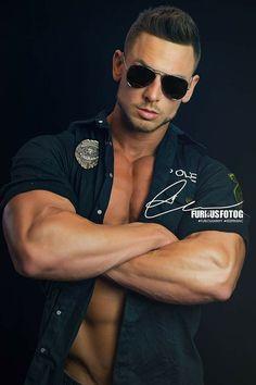 William Levi, Mirrored Sunglasses, Mens Sunglasses, Hot Cops, Men In Uniform, Muscular Men, Mature Men, Guy Pictures, Model Mayhem