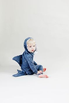 Baby Shark Costume DIY - see kate sew Toddler Shark Costume, Diy Shark Costume, Shark Halloween Costume, Diy Baby Costumes, Shark Costumes, Clever Costumes, Kids Costumes Boys, Halloween Costumes For Kids, Costume Ideas