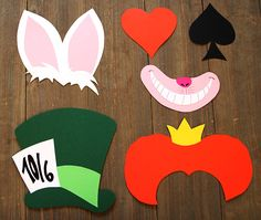 Bookish DIY: Photobooth-Set Alice in Wonderland Related posts: party photo booth Alice In Wonderland Flowers, Alice In Wonderland Tea Party, Madd Hatter, Mad Hatter Party, Crafts For 3 Year Olds, Diy Photo Booth, Diy Wedding Flowers, Partys, Easter Crafts