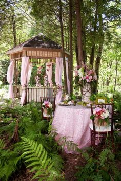 A tea party in the forest! What dreams are made of.