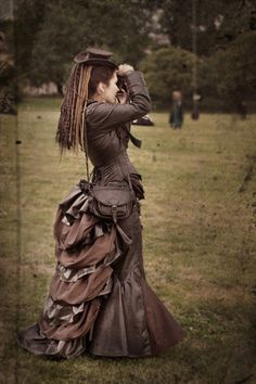 """""""The all brown steampunk look may be cliche, but this is GORGEOUS. Almost looks like you could make the skirt out of layers of embroidery hoops. Steampunk Cosplay, Viktorianischer Steampunk, Steampunk Wedding, Steampunk Clothing, Steampunk Dress, Steampunk Couture, Lady Like, Victorian Gothic, Victorian Fashion"""