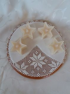 Christmas Gingerbread, Gingerbread Cookies, Christmas Cookies, Advent Wreath, Cookie Decorating, Sugar Cookies, Fondant, Food And Drink, Candles