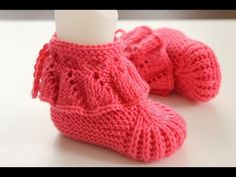 İki Şişle Fırfırlı Bebek Botu yapılışı // Kolay Bebek Patiği Modelleri - YouTube Knit Baby Shoes, Crochet Baby Boots, Knit Baby Dress, Knit Baby Booties, Knitted Baby Clothes, Crochet Shoes, Knit Crochet, Knitted Slippers, Knitted Hats