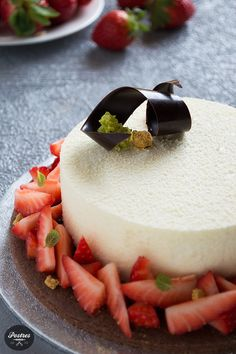 Tarta de Chocolate Blanco y Yogur con Kiwi y Fresas