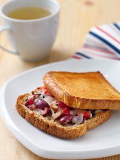Kekikli zeytinli tost Tarifi - Diyet Yemekleri Yemekleri - Yemek Tarifleri