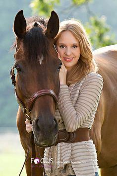 senior portrait with horse