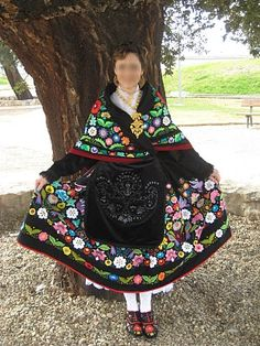 traje tipico de extremadura Merida, Spanish Costume, Estilo Popular, Textiles, Folk Fashion, People Of The World, Complete Outfits, Costume Dress, Folklore