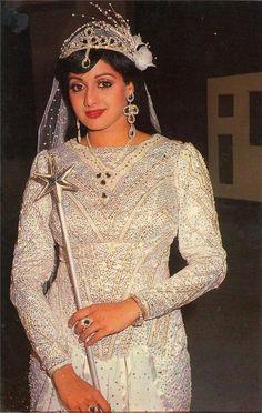 Vintage Bollywood, Indian Bollywood, Bollywood Stars, Beautiful Bollywood Actress, Most Beautiful Indian Actress, Beautiful Actresses, Indian Celebrities, Bollywood Celebrities, Aishwarya Rai Wedding Pictures