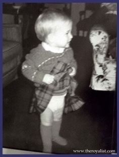 Circa Rare picture of young Prince William. I heard that Princess Diana has this picture, in her wallet (x) (other pinner). This is so sweet. Little Wills wearing a kilt. Wills looks about months old. Thus summer of Princess Diana Family, Royal Princess, Prince And Princess, Princess Charlotte, Lady Diana, Diana Son, Baby Prince, Young Prince, Adele