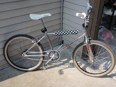 1982 Schwinn Predator Team 24 - BMXmuseum.com Bmx Bicycle, Bmx Bikes, Bmx Cruiser, Predator, Bicycles, Old School, 1980s, Boards, Racing