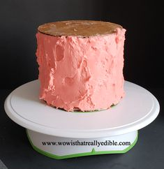 How long does it usually take you to frost a cake? It used to take me hours for one cake. Learn how to frost a cake with sharp edges using buttercream. Cake Decorating For Kids, Cake Decorating For Beginners, Cake Decorating Techniques, Cake Decorating Tutorials, Cake Icing, Buttercream Cake, Angle Parfait, Angle Food Cake Recipes, Flat Cakes
