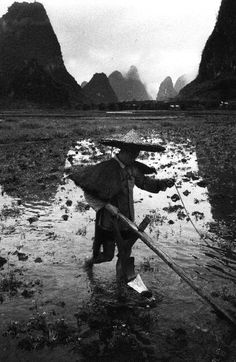 Mark Riboud - Province du Guangxi, China, 1965. Marc Riboud, Henri Cartier Bresson, Magnum, Portraits, French Photographers, Documentary Photography, Street Photo, Photojournalism, Vintage Images