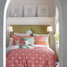 Google Image Result for http://www.snuut.com/images/2012/10/Small-Bedroom-with-Shelves-Above-Headboard.jpg