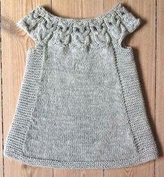 spencer med ugler i bærestykket – Anita Garn & Strik - Kinder Kleidung Diy Crafts Knitting, Knitting For Kids, Baby Knitting Patterns, Baby Patterns, Dress Patterns, Free Knitting, Knitting Ideas, Baby Vest, Baby Cardigan