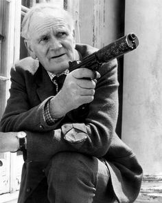 "Desmond Llewelyn (The legendary ""Q"" in James Bond) I Movie, Movie Stars, Detective, Bond Series, Tv Series, Best Q, George Lazenby, James Bond Style, Fotografia"