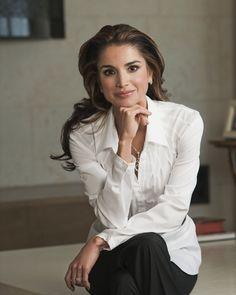 Her Majesty Queen Rania Al-Abdullah --- #imageconsultant #personalstylist #silkgiftmilan