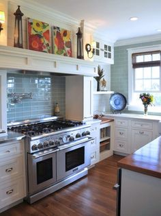 Love the shelf above the stove!