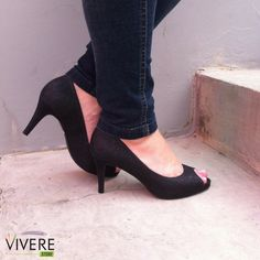 A cor preta é perfeita para aquelas que desejam ter um calçado que possa ser usado em qualquer ocasião. Seja para looks elegantes ou casuais. Gostou? Então dê uma passadinha em nosso site e confira os outros modelos! #VivereStore #Divalesi