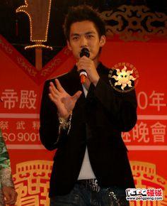 #钟汉良# 元宵节快乐!!分享图片20040205台南关帝庙元宵节晚會