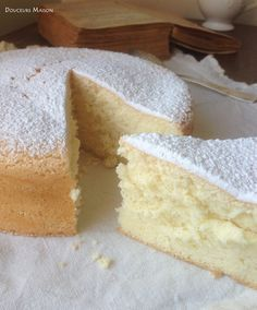 Chiffon cake A traditional cake … and gluten free! Bolo Genoise, Desserts Panna Cotta, Food Cakes, Cupcake Cakes, Sweet Recipes, Cake Recipes, Thermomix Desserts, Traditional Cakes, Chiffon Cake