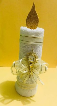 APRENDE A HACER SOUVENIRS DE TOLLAS PARA BAUTIZO O PRIMERA COMUNIÓN PASO A PASO! Communion Centerpieces, First Communion Decorations, First Communion Favors, Baptism Decorations, Communion Invitations, Baptism Favors, Baptism Party, First Holy Communion, Baby Shower Candy Table