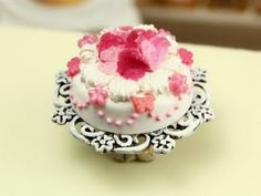 Marie Antoinette Pastry & Jelly ~ Paris Miniatures - cake example
