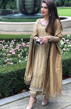 Post wedding dinners or dawats dress inspo Shadi Dresses, Pakistani Formal Dresses, Pakistani Wedding Outfits, Pakistani Dress Design, Bridal Outfits, Pakistani Party Wear, Lehenga Wedding, Designer Party Wear Dresses, Indian Designer Outfits