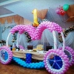 Ingeniosa carroza mesa principal!!!! Te damos la idea coloca tú el día!!! #princess #like #carroza #event #evento #fiesta #princesa #globos #balloons #mesas #tortas Balloon Decorations, Birthday Party Decorations, 1st Birthday Parties, Table Decorations, Photo Balloons, Large Balloons, Kids Board, Balloon Arch, Princess Party