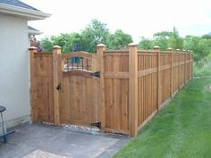 Cedar fence--I like this gate and color of this fence. - Modern Design | 1000#cedar #color #design #fence #fencei #gate #modern Wood Fence Gates, Fence Gate Design, Privacy Fence Designs, Brick Fence, Front Yard Fence, Diy Fence, Cedar Fence, Fence Landscaping, Backyard Fences