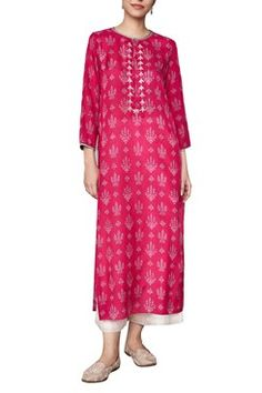 Anita Dongre Featuring a pink long kurta in modal silk base with hand block print motifs of wild trees from the forests of Ranthambore all over. Kurta Designs Women, Kurti Neck Designs, Salwar Designs, Long Kurta Designs, Pink Dress Casual, Casual Summer Dresses, Summer Suits, Indian Fashion Designers, Indian Designer Wear