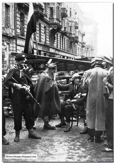 Warsaw rebels near the barricade on Varec street, september 1944 - pin by Paolo Marzioli Warsaw Ghetto Uprising, Red Army, Military History, World War Two, Diorama, Wwii, Germany, Pictures, September